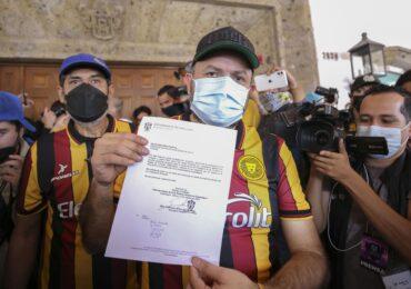 Entrega UdeG 5 mil cartas en Casa Jalisco, exigen respeto a la autonomía universitaria